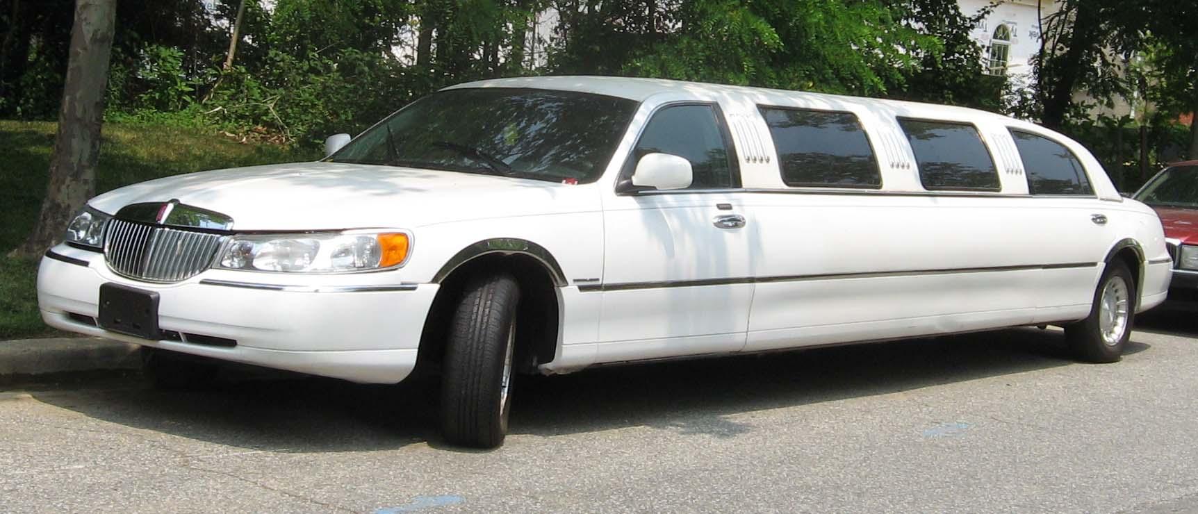 free limousine picture lincoln town car limousine