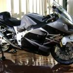 gray suzuki bikes picture