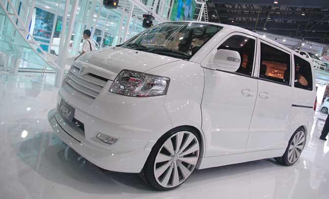 white suzuki apv picture