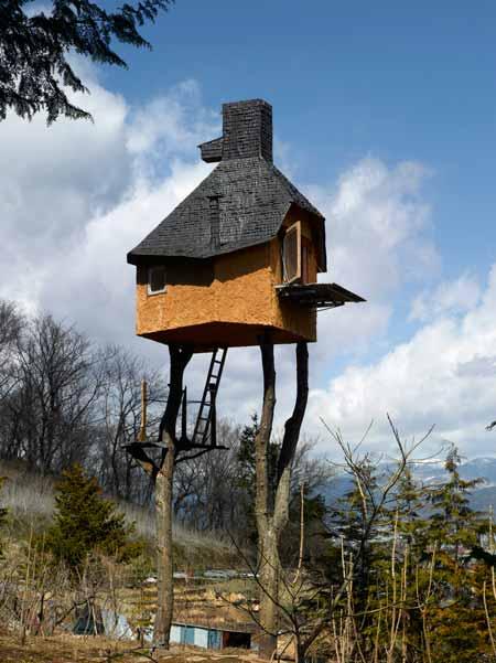 super picture of strange house