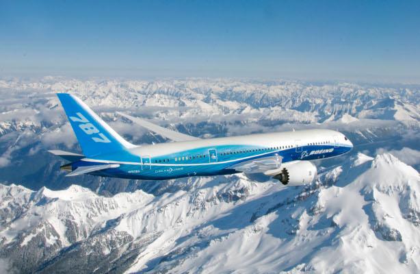 flying boeing 787 plane