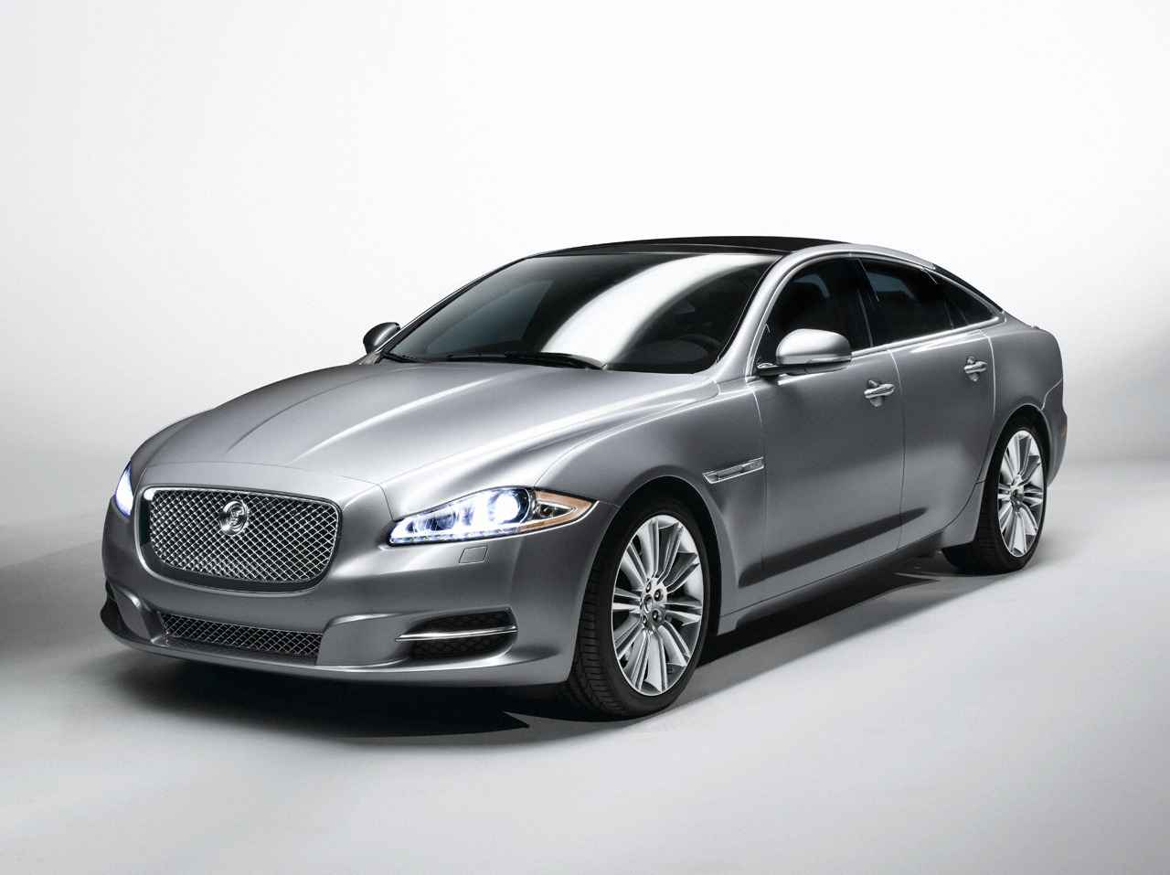 grey jaguar XJ image