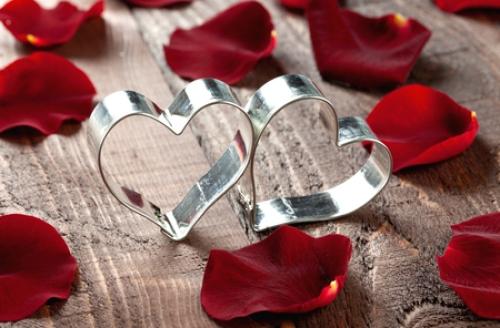 widescreen red petals heart wallpaper
