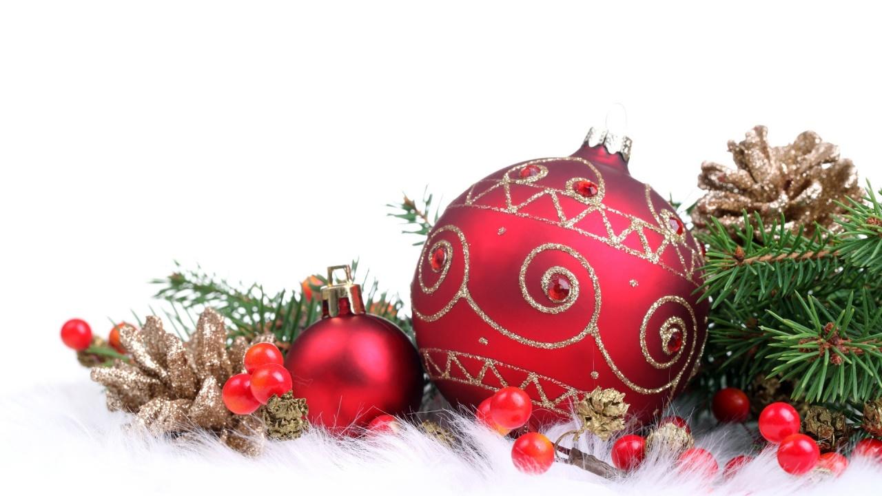 red christmas ornament balls
