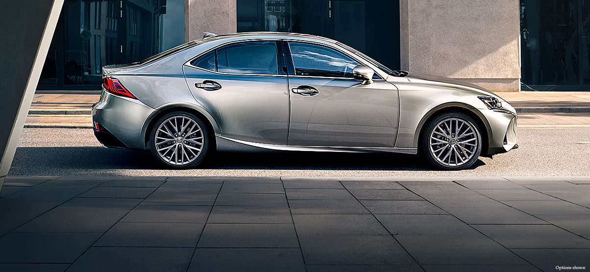 grey car lexus IS phto