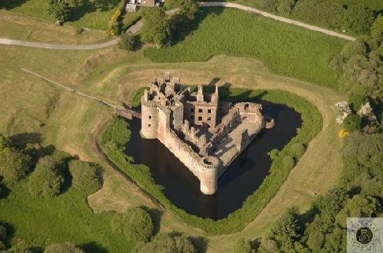 Free Caerlaverock Castle Images