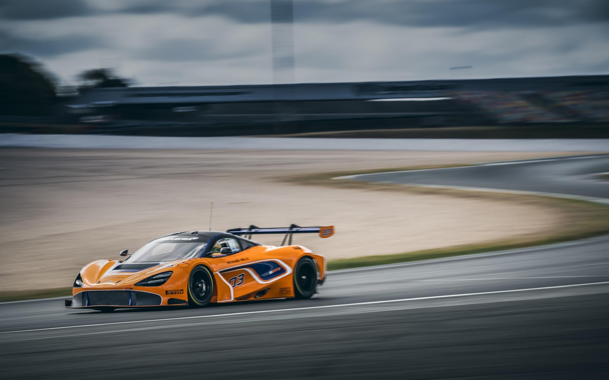 super model McLaren 720S GT3