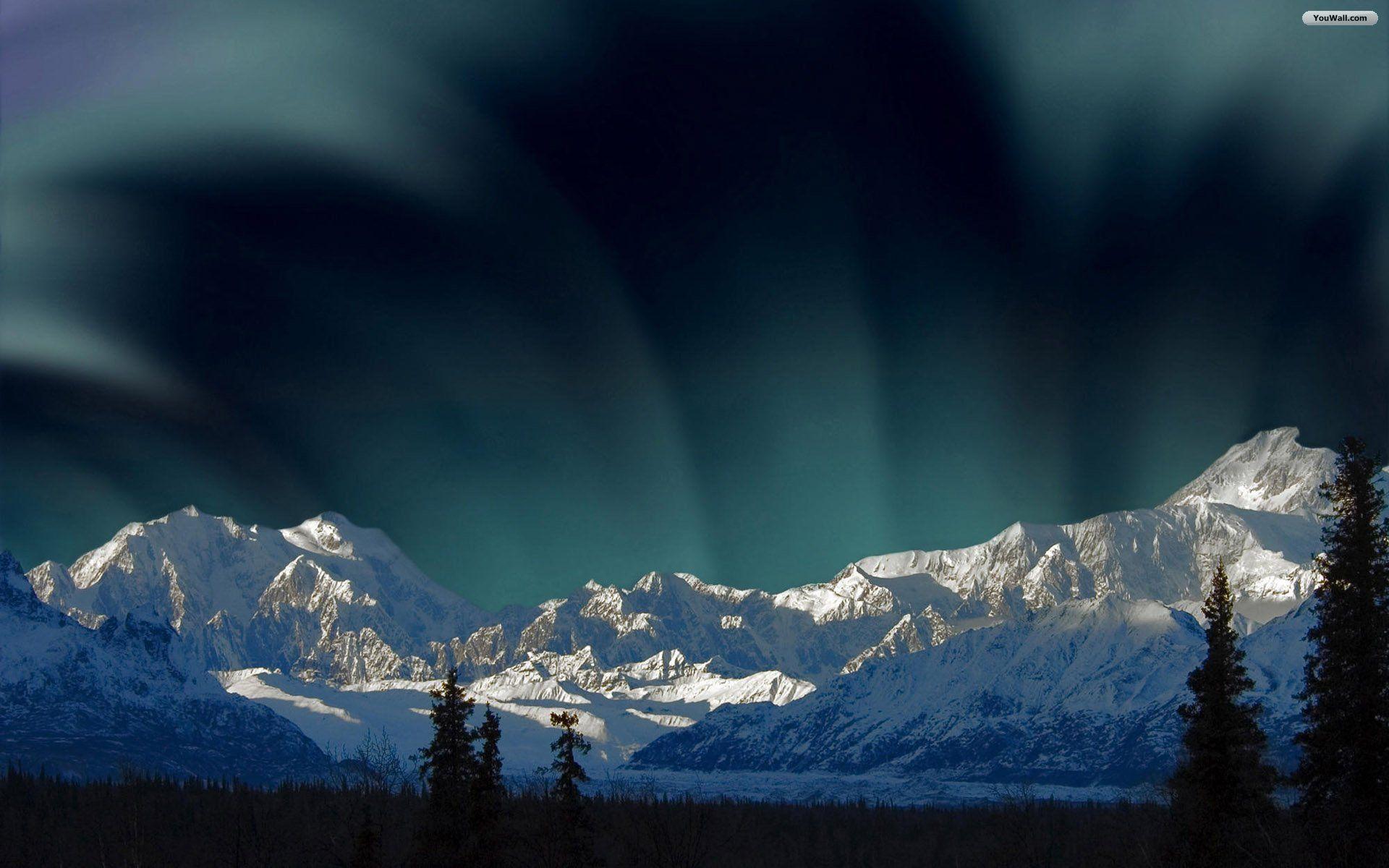 mountain Northern Lights Wallpaper