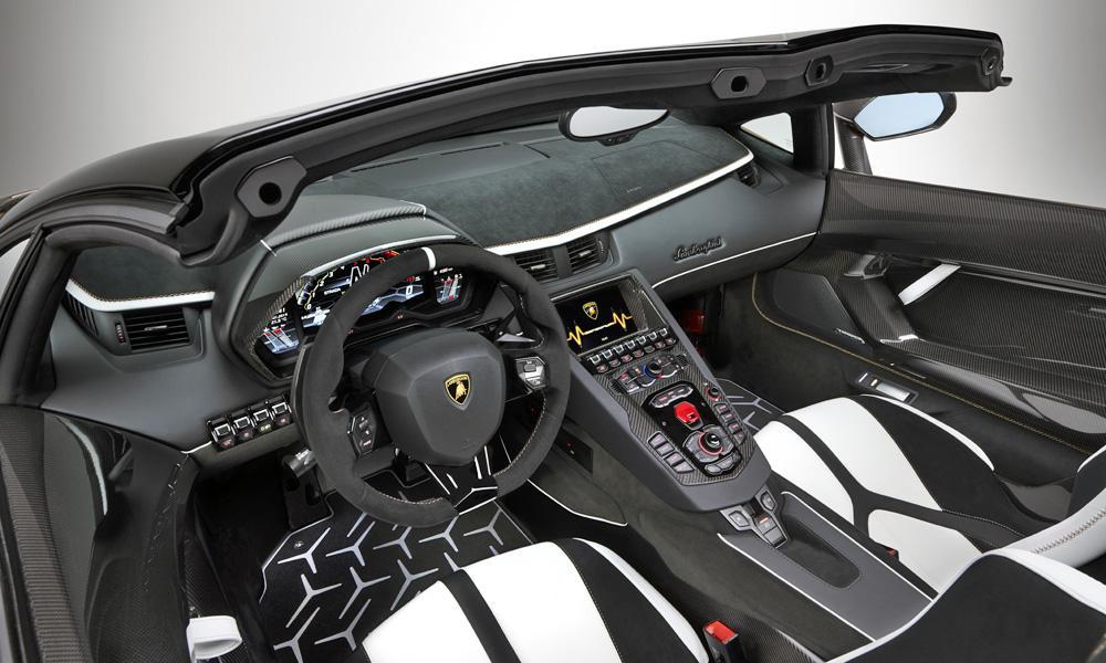 Interior Lamborghini Aventador SVJ Roadster