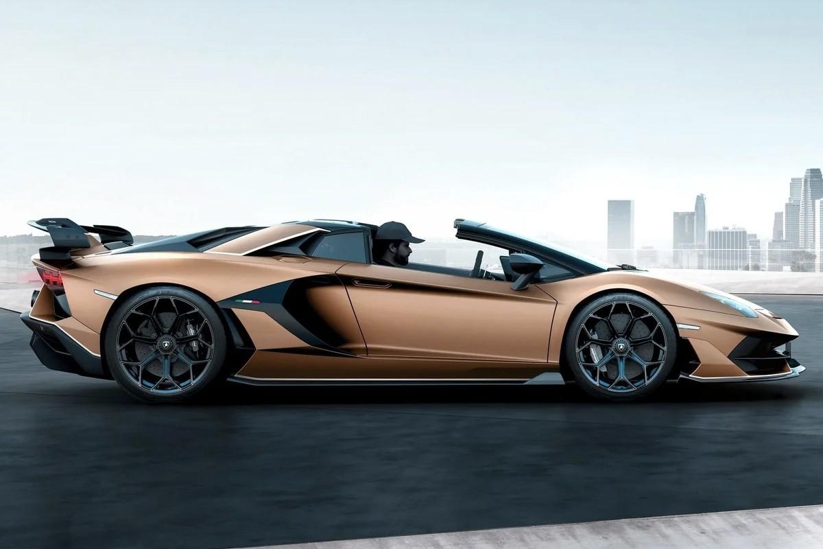 beautiful Lamborghini Aventador SVJ Roadster