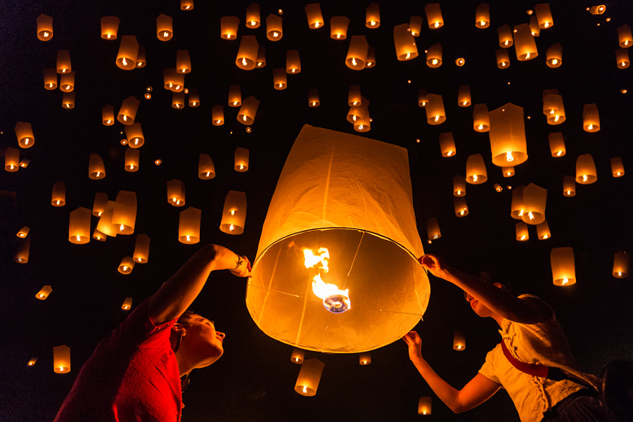 stunning Yi Peng Lantern Festival