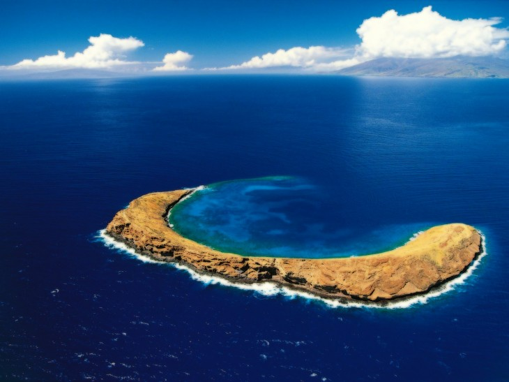 beautiful Molokini Island Wallpaper