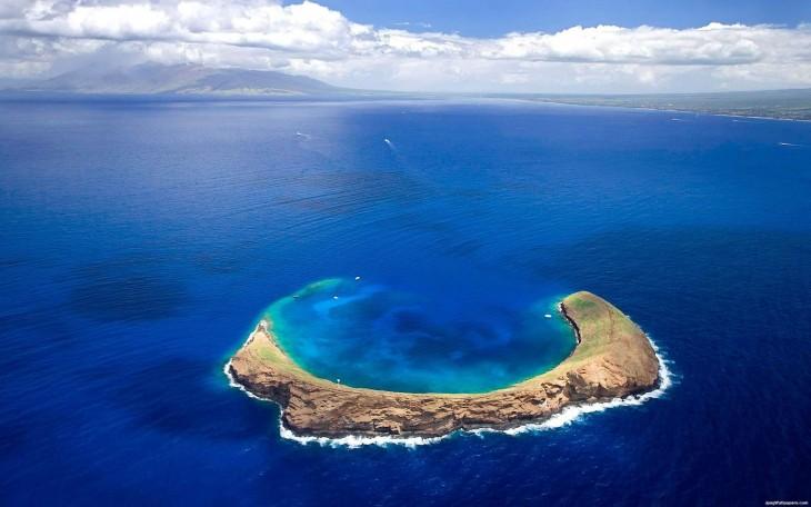 blue Molokini Island Wallpaper
