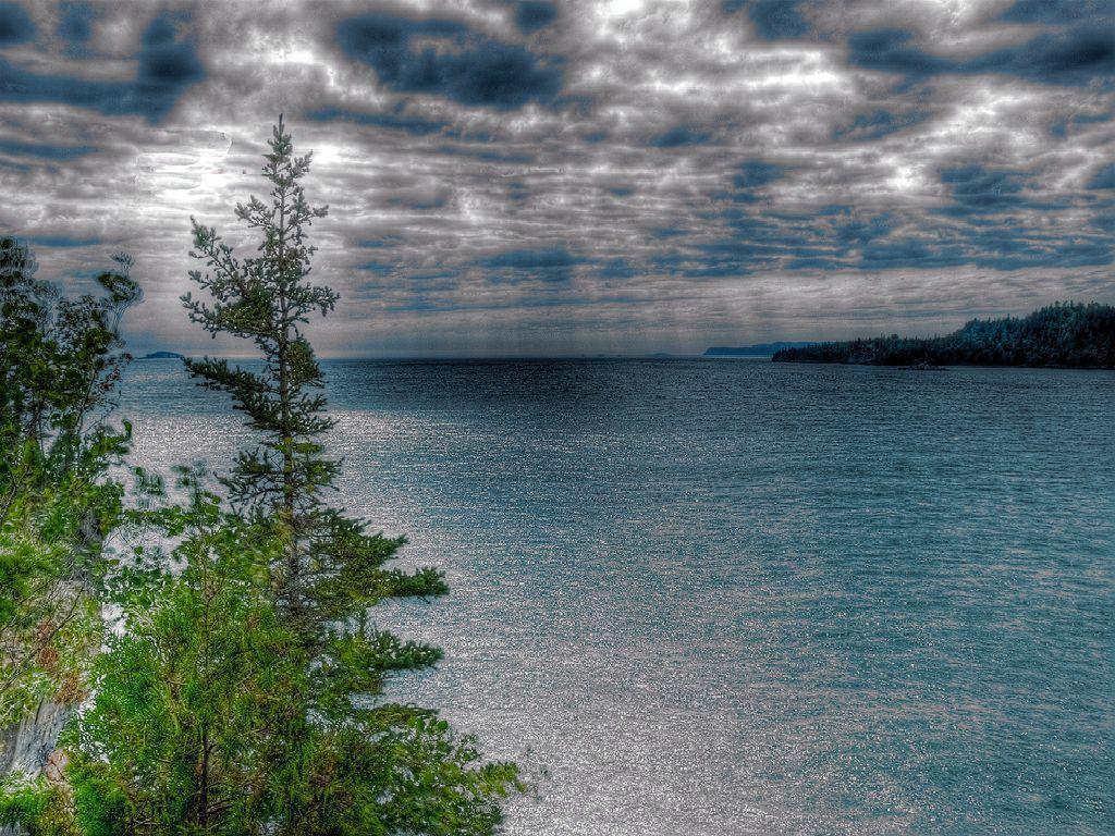 darkness clouds Lake Superior Wallpaper