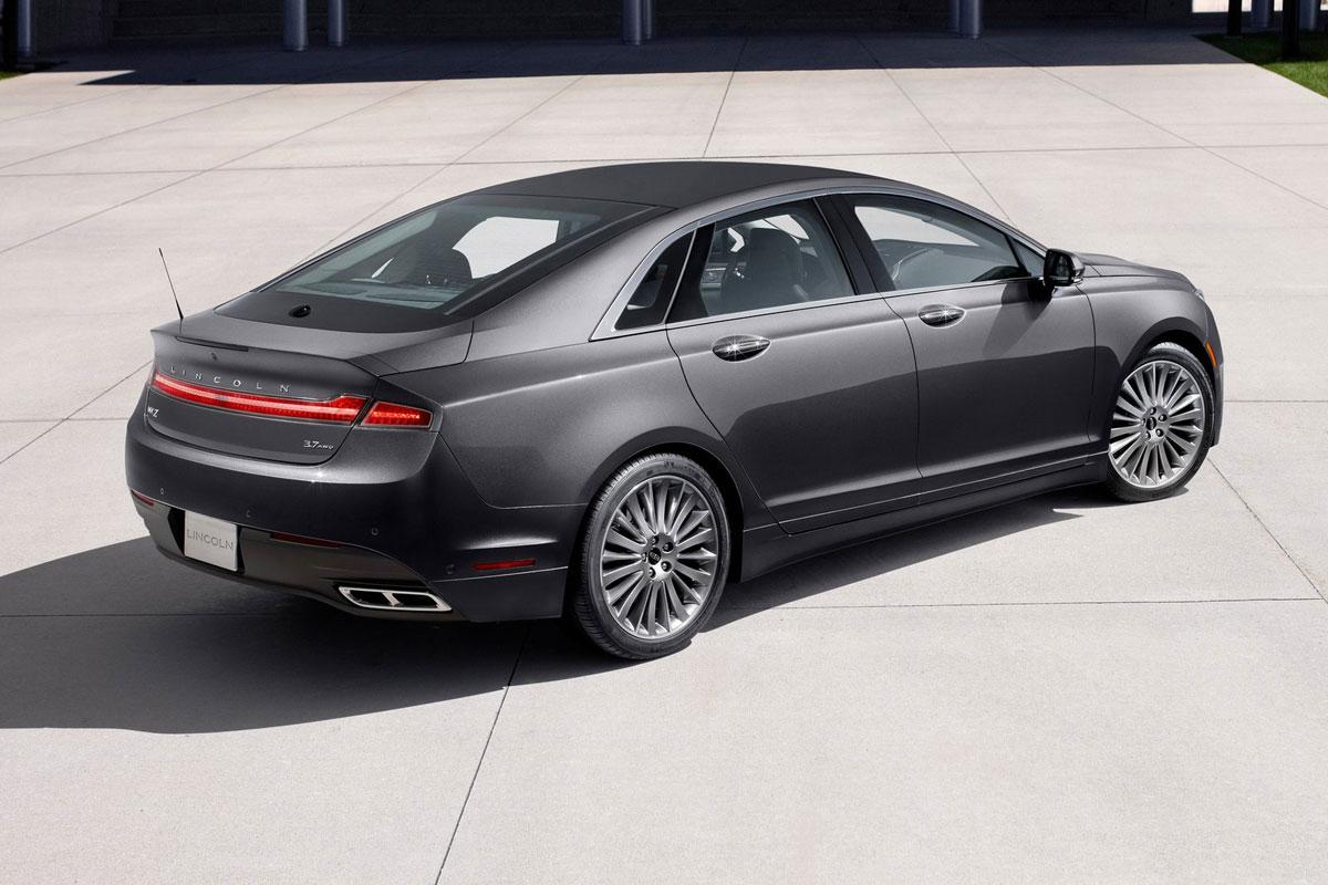 black car Lincoln Zephyr Reflection image