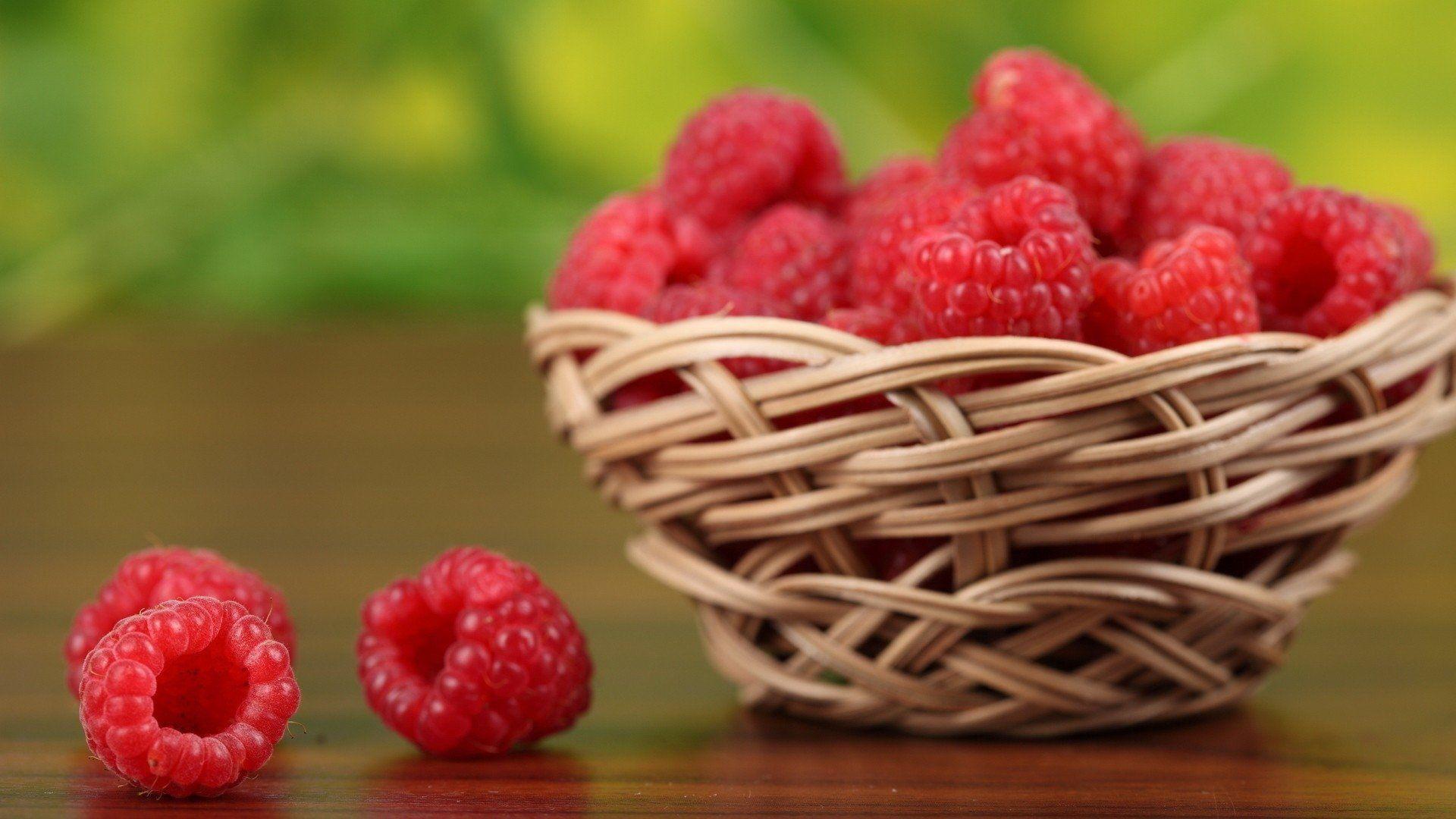 amazing natural Raspberries Wallpaper