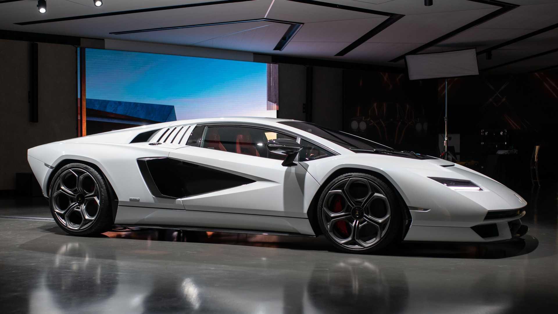 latest model Lamborghini Countach Lpi 800